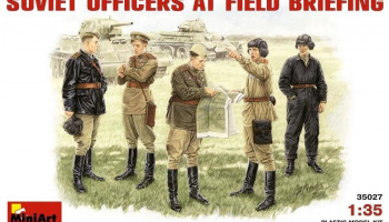 1/35 Soviet Officers at Field Briefing