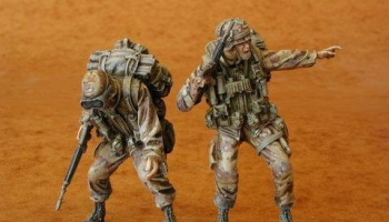 1/35 U.S. Airborne (UH-60 crew) (2 fig.)