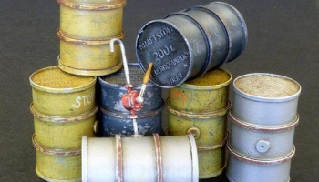1/35 German fuel barrels