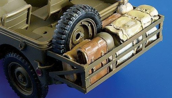 1/35 Pannier with cargo for Jeep