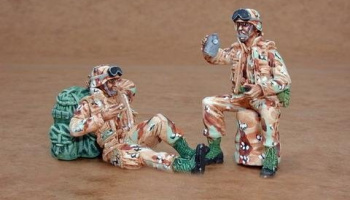 1/35 US Army modern soldiers at rest (2 fig.)