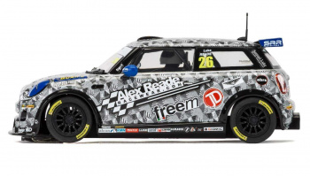 Autograph Series Mini Cooper F56 – Luke Reade (1:32) Limited Edition SCALEXTRIC C3873AE