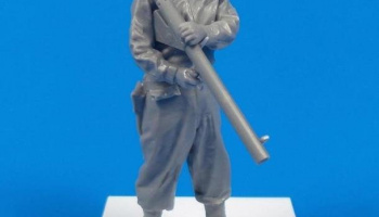 1/35 WWII US Army Soldier with Bazooka M1A2 (Anzio