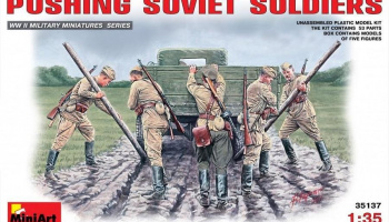 1/35 Pushing Soviet Soldiers