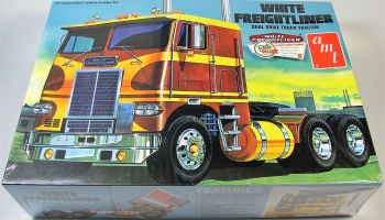 White Freightliner Dual Drive  - AMT