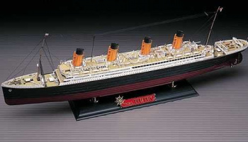 Model Kit loď 14215 - The White Star liner TITANIC MCP (1:400)