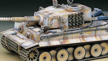 "Model Kit tank 13264 - TIGER-I WWII TANK ""EARLY-EXTERIOR MODEL"" (1:35)"