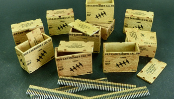 1/32 US ammunition boxes with belts of charges