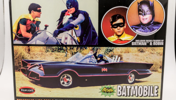 Batmobile with Batman and Robin Figures (1966 TV) 1:25 - Polar Lights